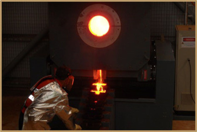 First gold pour from the furnace (CNW Group/Endeavour Mining Corporation)
