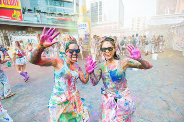 Torontonians created a colourful mess this weekend at Canada's largest paint party, which was hosted by Corona at Yonge-Dundas Square. Over 1000 participants were self-transformed into abstract works of art as part of the celebration (CNW Group/Corona)