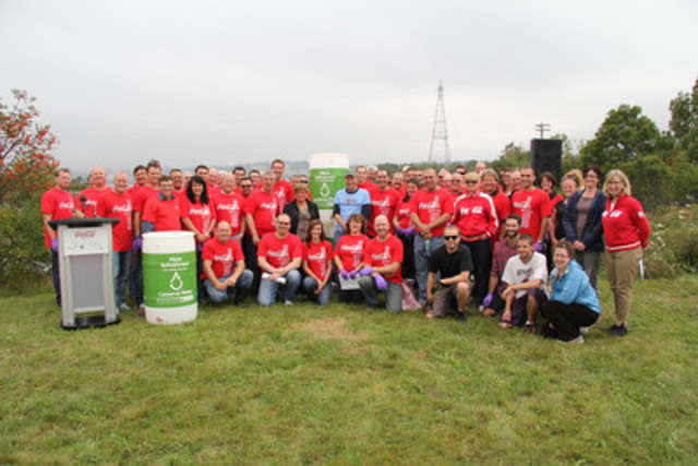 TUFTS COVE, NOVA SCOTIA Coca-Cola Canada employees kick off the company's national participation in the Great Canadian Shoreline Cleanup today. As part of the cleanup activities, 25 rain barrels were donated to Clean Nova Scotia. Coca-Cola Canada will donate 125 rain barrels to community groups across the country. (CNW Group/Coca-Cola Canada)