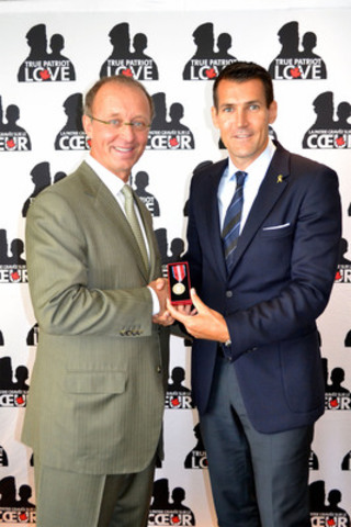 Shaun Francis (right), Chair of the True Patriot Love Foundation, presents the Queen's Diamond Jubilee Medal to Walter Schneider, Co-Founder and President, RE/MAX Ontario-Atlantic Canada. (CNW Group/RE/MAX Ontario-Atlantic Canada)