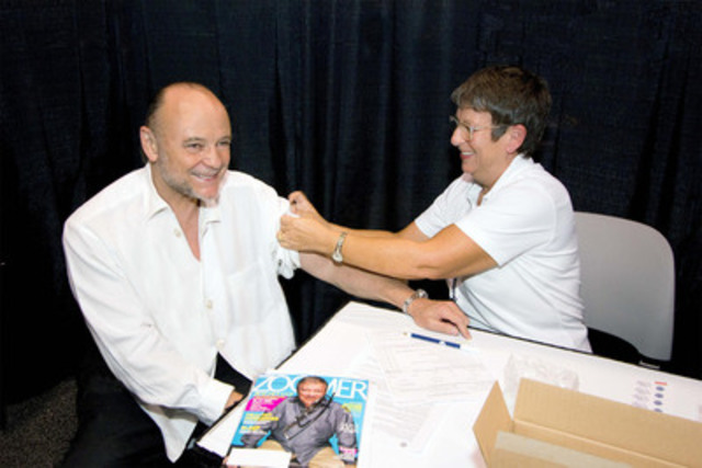 Moses Znaimer, President of CARP: A New Vision of Aging For Canada, gets his annual influenza shot at the 2011 ZoomerShow Flu Clinic. Moses was vaccinated with FLUAD®, a new flu vaccine specifically for seniors 65 years and older. The Ontario government recommends you get your annual flu shot every year. (CNW Group/CARP, A New Vision of Aging)