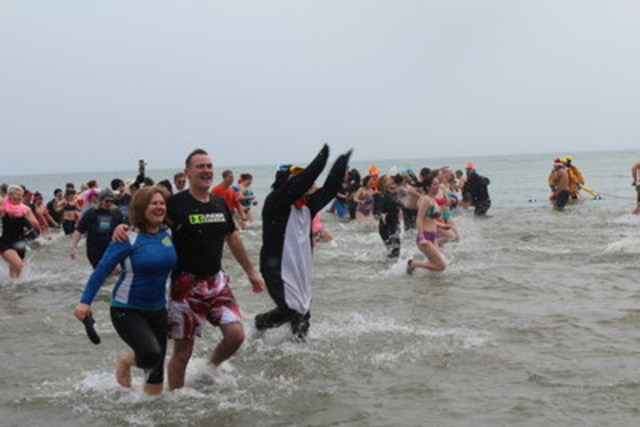 More than 800 dippers make for a record-breaking year at the Courage Polar Bear Dip in Oakville, ON. (CNW Group/The Courage Polar Bear Dip)