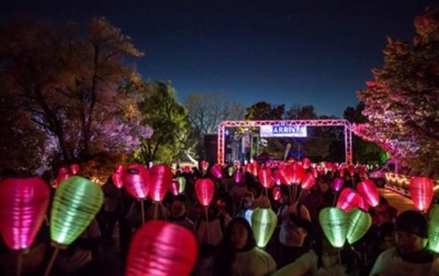 Over five thousand people expected to gather at Parc Jean Drapeau to walk and carry lanterns in support, honour, and memory of loved ones affected by blood cancers during the annual Light The Night Walk on October 15, 2016 (CNW Group/The Leukemia & Lymphoma Society of Canada)