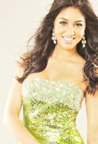 Quebec Native Megha Sandhu Crowned Miss Teen Canada World 2012 (CNW Group/MISS TEEN CANADA - WORLD INC.)