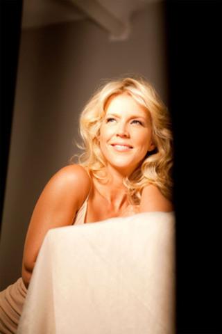 Julie Bélanger pour Pantene (Groupe CNW/Manning Selvage & Lee) (Groupe CNW/PANTENE)