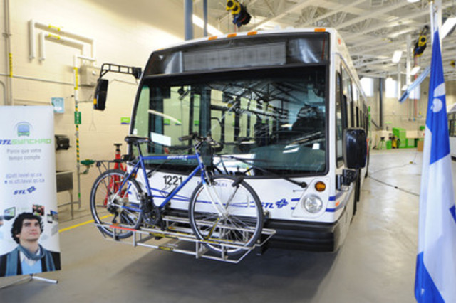 STL bus equipped with a bicycle rack (CNW Group/SOCIETE DE TRANSPORT DE LAVAL)