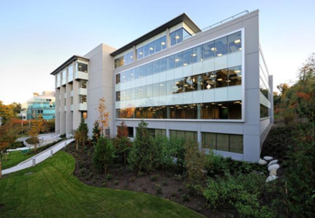 Immobilier Manuvie a fait l'acquisition d'un immeuble de bureau de 5 étages et de 146 537 pieds carrés à Burnaby, en Colombie-Britannique, dans le cadre d'une entente conclue le 14 août 2014. L'immeuble a été acquis pour le compte du Portefeuille immobilier canadien Manuvie, un fonds de placement immobilier à capital variable productif de revenus qui investit dans des immeubles commerciaux canadiens de qualité. (Groupe CNW/Société Financière Manuvie)