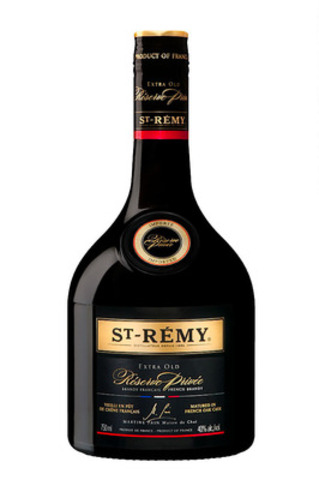 St-Rémy is proud to unveil its most elaborate and distinct blend, St-Rémy Extra Old Réserve Privée. This exceptional brandy is enhanced by a remarkable eau-de-vie set aside for ten years by the cellar master. (CNW Group/Select Wines and Spirits) (CNW Group/St-Rémy)
