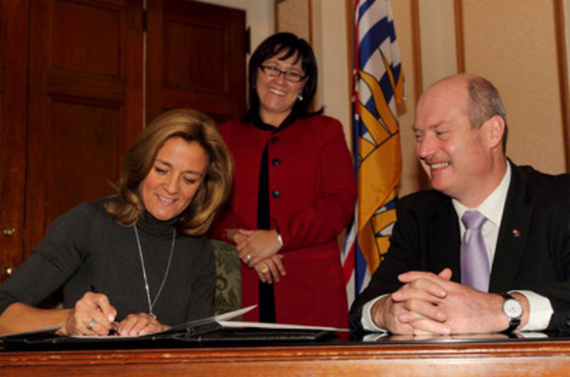 ParticipACTION CEO Kelly Murumets (left) and B.C. Health Minister Michael de Jong (right) sign a statement of intent to become partners in the promotion of physical activity in British Columbia, in the presence of Federal Health Minister Leona Aglukkaq (centre).(CNW Group/ParticipACTION)