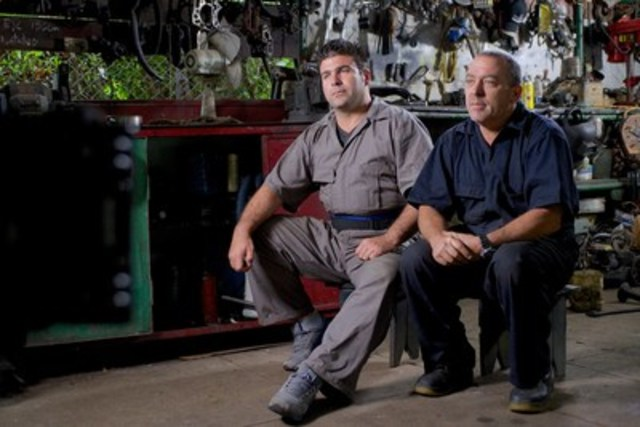 Roberto and Fernando in CUBAN CHROME (CNW Group/Discovery)
