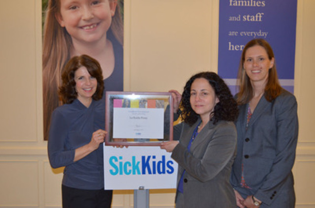 Lise Cole from La Roche-Posay is presented with a plaque from Dr. Miriam Weinstein, paediatric dermatologist and Seanna Dempsey, Director, Corporate Partnerships, SickKids Foundation at The Hospital for Sick Children (CNW Group/La Roche-Posay)