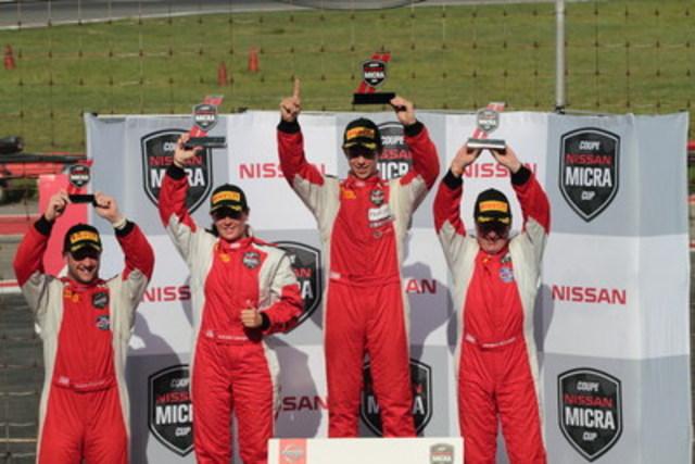 De gauche à droite : Olivier Pelletier (première recrue), Valérie Limoges, Olivier Bédard et Jacques Bélanger; le podium de la seconde course. (Groupe CNW/Nissan Canada Inc.)