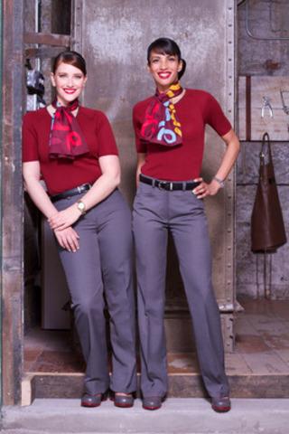 Les agents de bord d'Air Canada rouge dévoilent le nouveau look qu'ils adopteront à bord du nouveau transporteur aérien spécialisé dans le voyage d'agrément, lequel inclut des éléments portant la signature de concepteurs du Canada : chaussures de John Fluevog, écharpes et cravates de Mari C, ensembles de tricots de Cobmex Apparel, et un look beauté affichant fraîcheur et affabilité élaboré par Grace Lee, l'artiste maquilleuse vedette de Maybelline New York, et Redken. (Groupe CNW/Air Canada rouge)