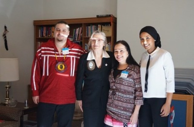 Student representatives from the Canadian Federation of Students and the National Aboriginal Caucus meet with Minister of Indigenous and Northern Affairs, the Honourable Carolyn Bennet, at the start of Lobby Week 2016 (CNW Group/Canadian Federation of Students)