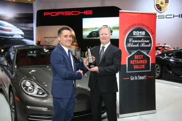 Brad Rome de Canadian Black Book présente à Patrick Saint-Pierre, relationniste chez Porsche Cars Canada, Ltd. un prix destiné à la Panamera pour la meilleure valeur de revente dans sa catégorie en 2016 lors du salon international de l'auto du Canada à Toronto le jeudi 11 février 2016. (Groupe CNW/Automobiles Porsche Canada)