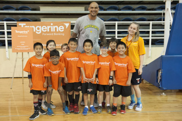 Today, Tangerine hosted its Vancouver Community Gym as part of its #BrightWayForward program, alongside Vancouver-native NBA player Rob Sacre. (CNW Group/Tangerine)
