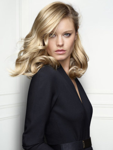 Renowned for her modelling and ranked by Vanity Fair as 10th most influential French person in the world, Camille Rowe-Pourcheresse will be the face of L'Oréal Professionnel's new INOA BLOND RESIST (CNW Group/L'Oréal Professionnel)