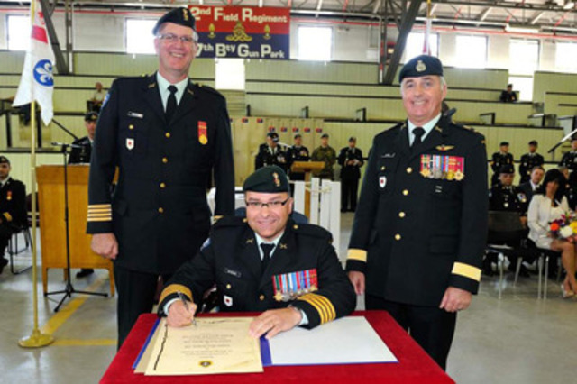 From left to right: The previous commander, Colonel Marc Richard, the new commander, Colonel Luis De Sousa, the commander of the Land Forces Quebec Area/Joint Task Force (East), Brigadier-general Richard Giguère. (CNW Group/National Defence) (CNW Group/National Defence)