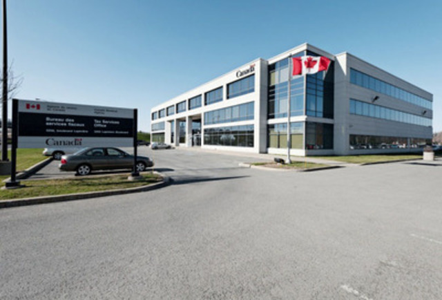 3250 Lapinière Boulevard, Longueuil, Québec - Property Type: Suburban Office, Building Size: 82,879 SF, Number of Floors: 3 (CNW Group/Manulife Real Estate)
