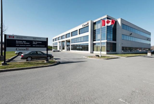 3250, boulevard Lapinière, Longueuil (Québec) - Type de propriété : Immeuble de bureaux en banlieue, Superficie : 82 879 pieds carrés, Nombre d'étages : 3 (Groupe CNW/Manulife Real Estate)