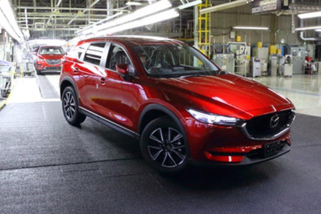 Le tout nouveau Mazda CX-5 de production (modèle japonais) (Groupe CNW/Mazda Canada Inc.)
