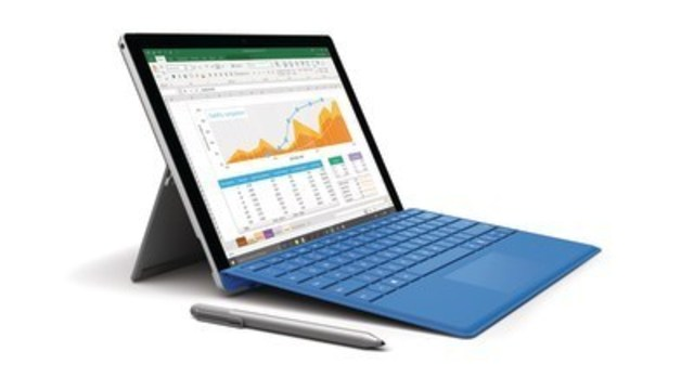 Microsoft Surface Pro 4– The tablet that can replace a laptop. With a powerful 6th generation Intel® Core™ processor, the Microsoft Surface Pro 4 is powerful, lightweight and easy to carry. (CNW Group/Staples Canada Inc.)