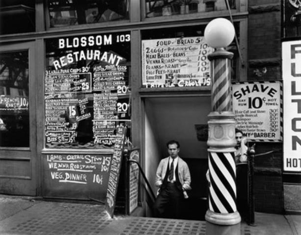 Berenice Abbott, Blossom Restaurant, 103 Bowery New York City, October 24, 1934, gelatin silver print. Berenice Abbott Archive, Ryerson Image Centre C, Ronald Kurtz, administered by Commerce Graphics Ltd. Inc. (CNW Group/Ryerson University)