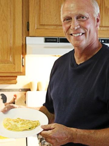 Ontario egg farmer, Scott Graham, holds an omelette he prepared to celebrate World Egg Month. (CNW Group/Egg Farmers of Ontario)
