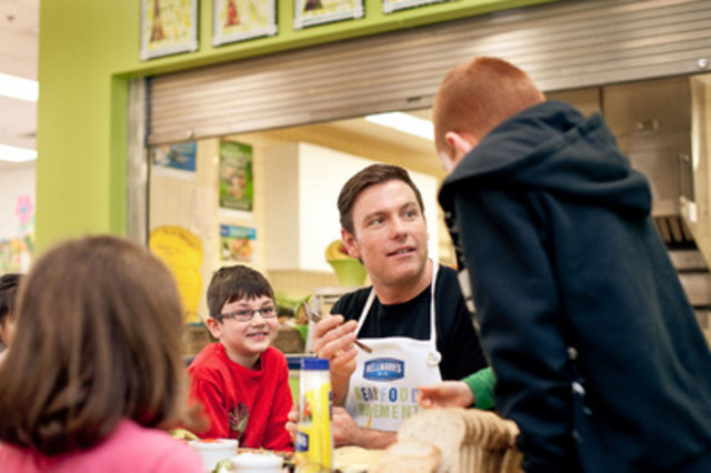 With the help of a $25,000 Hellmann's Real Food Grant, the newly renovated École Camille J. Lerouge School cafeteria is now serving nutritious lunch options to their students everyday. Celebrity chef Chuck Hughes was present to share two custom-made recipes with students and get them excited about eating meals made with real, simple ingredients. (CNW Group/Hellmanns)