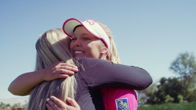 Up-and-coming golf star, Brooke Henderson, with her mom, Darlene Henderson. (CNW Group/WestJet)