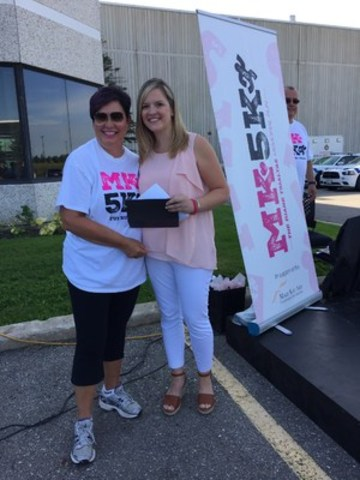 Mary Kay Cosmetics Ltd. General Manager Lynda Rose presents a $100,000 cheque to Jane Wilson in support of the Look Good Feel Better® program. (CNW Group/Mary Kay Cosmetics Ltd.)