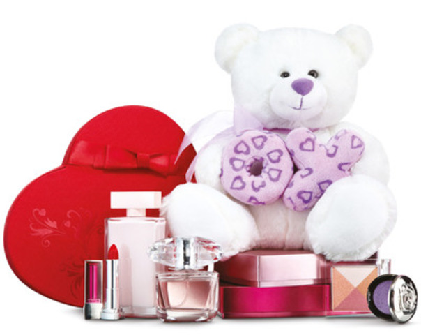 Shoppers Drug Mart/Pharmaprix offers a wide range of gift ideas in store for Valentine's Day, including fragrances, chocolates and gift cards. In a recent Shoppers Drug Mart survey, 1 in 10 Canadians said they would prefer to receive a gift card as a Valentine's Day gift. (CNW Group/Shoppers Drug Mart Corporation)