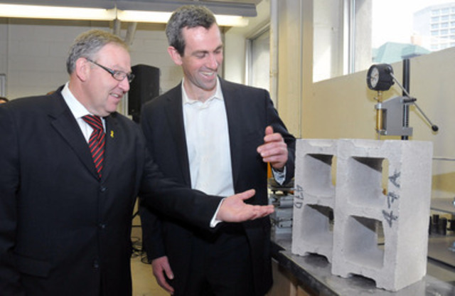 President and founder of Halifax-based CarbonCure Technologies Inc., Robert Niven, explains the technology used to make their concrete blocks to Nova Scotia Premier Darrell Dexter (CNW Group/InNovaCorp)
