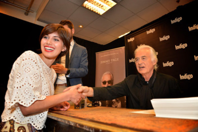 Jimmy Page, legendary rock guitarist and band leader of Led Zeppelin, meets one of hundreds of fans lined up at Indigo Bay & Bloor for a book stamping appearance on July 21, 2015 (Photographer: Shan Qiao). (CNW Group/Indigo Books & Music Inc.)