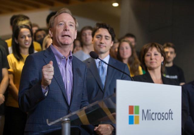 Le premier ministre canadien Justin Trudeau et le président de Microsoft Brad Smith prennent la parole à l'occasion de l'ouverture du Centre d'excellence Microsoft Canada le 17 juin 2016. (Groupe CNW/Microsoft Canada Inc.)