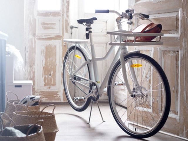The IKEA SLADDA bicycle Red Dot Award 2016: Best of the Best. Will be available in stores across Canada this October 2016. (CNW Group/IKEA Canada)