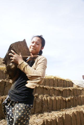 Vanna started working at this Cambodian brick factory five years ago, when she was 11. She spends long days cutting and hauling huge blocks of earth, and then uses her bare hands to feed clay into the jaws of a dangerous machine. (CNW Group/World Vision Canada)