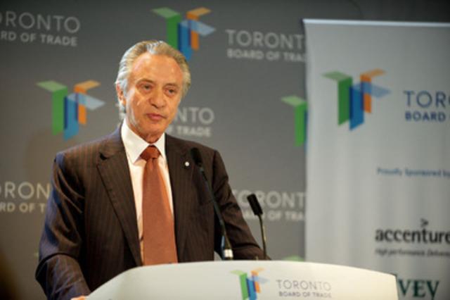 Paul Godfrey, président du conseil d'administration de la Société des loteries et des jeux de l'Ontario (OLG), a entretenu la Chambre de commerce de Toronto du projet de centre de divertissement et de jeu pour la grande région de Toronto.(Groupe CNW/OLG Winners)