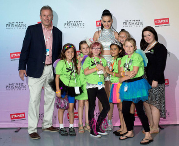 Members of the Boys & Girls Clubs of Canada and Staples Canada executive Craig Taylor, pose with Katy Perry prior to her performance at Toronto's Air Canada Centre, July 19. As one of the charities benefiting from Staples Canada's Annual School Supply Drive, the children were invited to experience the once-in-a-lifetime opportunity and help kick off the annual campaign. Staples is the presenting sponsor of the North American leg of Katy Perry's Prismatic World Tour. (CNW Group/Staples Canada Inc.)