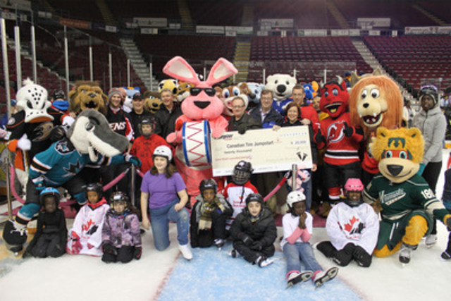 Giving kids a sporting chance. Canadian Tire Jumpstart President Dan Thompson accepts a $20,000 donation from Energizer Canada President Ed MacLellan. More than 60 local kids were joined by 20 NHL mascots, Mayor Weston, Senators alumni Shaun Van Allen and Brad Marsh for a skate at the Ottawa Civic Centre at Sunday's event. (CNW Group/Energizer Canada)