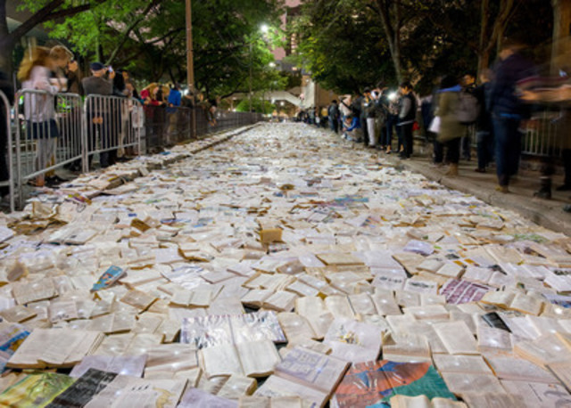 Literature vs. Traffic by Luzinterruptus, Nuit Blanche Toronto, 2016 (CNW Group/City of Toronto)