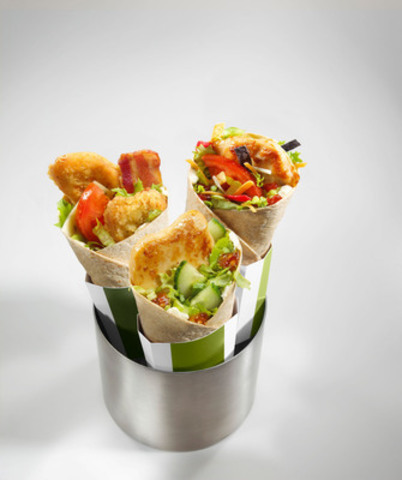 Le nouveau McWrap® Signature est offert en trois délicieuses variétés - Fiesta, Poulet et bacon et Chili doux - dans les restaurants McDonald's® à travers le Canada. (Groupe CNW/McDonald's Restaurants of Canada Ltd.)