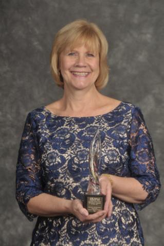 Deborah Allan, directrice des communications et relations médiatiques, Régime de retraite des enseignantes et des enseignants de l'Ontario, Prix d'excellence Or dans la catégorie Gestion des enjeux et de crise. (Groupe CNW/Canadian Public Relations Society)
