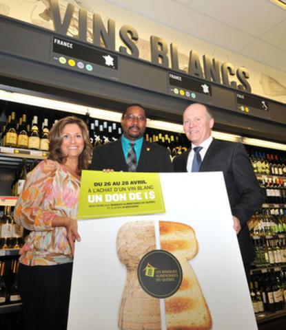 Saskia Thuot, la porte-parole de la campagne « Des vins généreux » et animatrice, Zakary O. Rhissa, directeur général des Banques alimentaires du Québec et Philippe Duval, président et chef de la direction, SAQ (Groupe CNW/Société des alcools du Québec - SAQ)