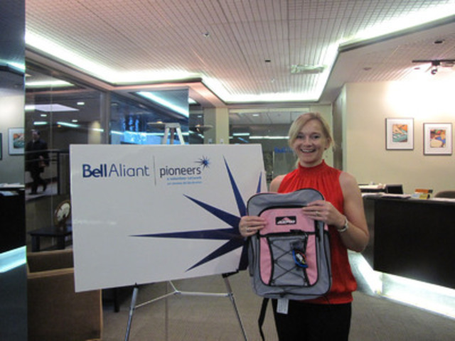 New Brunswick Bell Aliant employee Jocelyn McAdam adopts her backpack. (CNW Group/BELL ALIANT INC.)