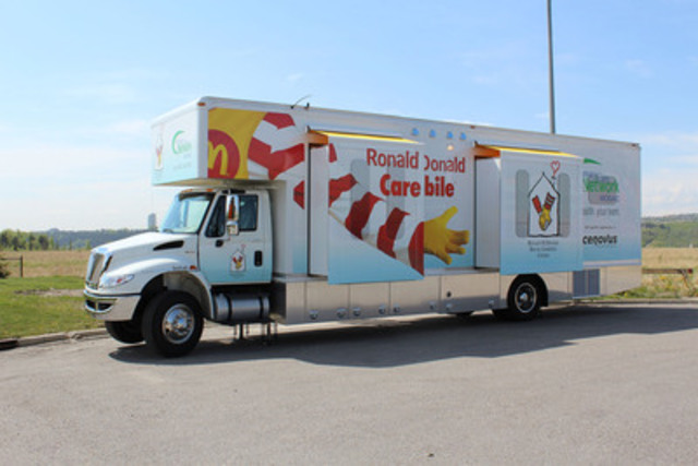 La toute première Clinique mobile Ronald McDonald fait son apparition à Calgary en Alberta, donnant accès à des soins médicaux aux familles de l'Est de Calgary. (Groupe CNW/Ronald McDonald House Charities Canada) (Groupe CNW/Oeuvre Des Manoirs Ronald McDonald Canada )