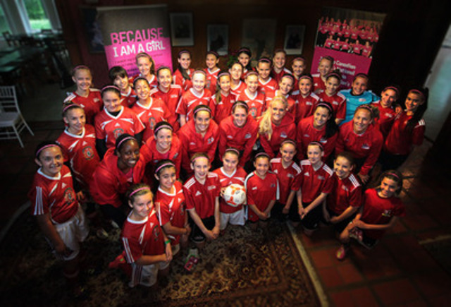 Leading up to their games at the London 2012 Summer Olympics, members of Canada's Women's National Soccer Team took time out to visit with U13, a local girls soccer team, in Toronto. Both teams wore Because I am a Girl pink headbands and shoelaces to demonstrate their support for girls' rights around the world. The headbands and shoelaces are available for purchase at www.becauseiamagirl.ca in support of a girls' soccer project in Colombia. (CNW Group/Plan Canada)