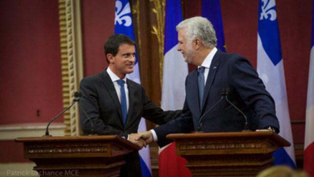 Le premier ministre du Québec, Philippe Couillard, en compagnie du premier ministre de la République française, Manuel Valls, à  l'occasion de la 19e Rencontre alternée des premiers ministres français et québécois. (Groupe CNW/Cabinet du premier ministre)
