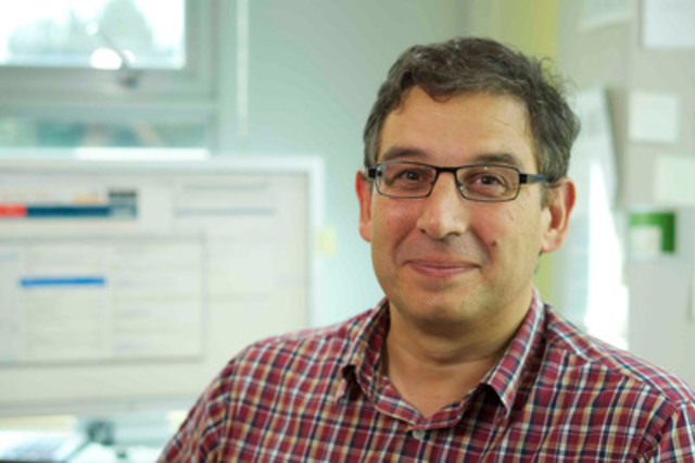 With funding from the Canadian Cancer Society, Dr. Sam Aparicio is studying single cells to understand how breast cancers mutate, evolve and become drug-resistant. (CNW Group/Canadian Cancer Society (National Office))