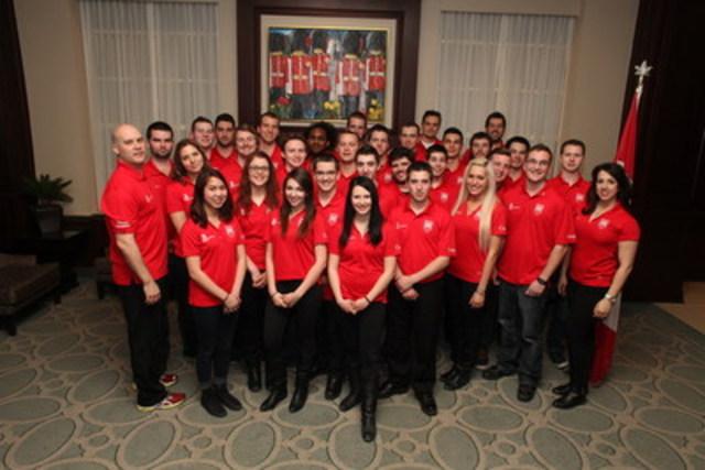 Équipe Canada 2015 à la réception officielle tenue en son honneur, en mai, aux bureaux de Shaw, à Ottawa. Source : Skills/Compétences Canada. (Groupe CNW/Skills/Compétences Canada)